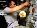 Сложно кушать в космосе