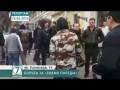 Одесса : активист Евромайдана вытирает ноги о Знамя Победы