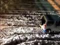 Suzuki Jimny вытаскивает фуру из снега. Япония.