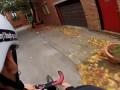 Четвероногим нужен хороший хозяин! Кот любит кататься на велосипеде ...
