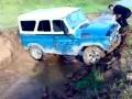 УАЗ вылетает из канавы
