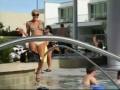 Стриптиз у бассейна
