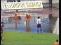Soccer ball floating in the corner (Balón de fútbol flotando en el corner durante partido)