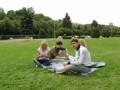 Студенты играют с горячими девушками в Голу