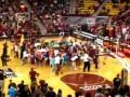 Флешмобовцы на баскетбольном матче