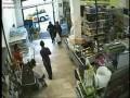 Итальянский кассир проигнорировал вооруженного грабителя