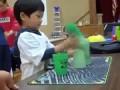 Невероятные способности трехлетнего малыша Incredible child shows ability