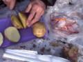 Еда в походе #1 - Картошка с грудинкой в фольге на костре (на углях)