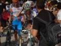 Драка велосипедистов на финише