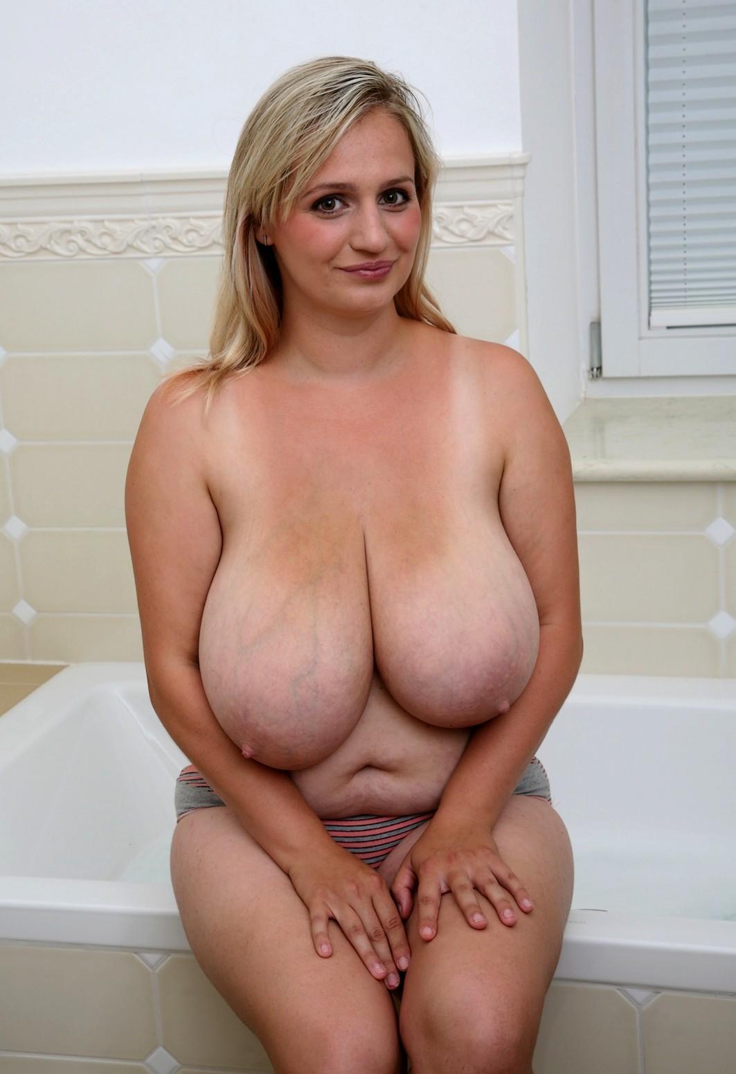 огромные грудастые отвисшие груди дойки нее будет