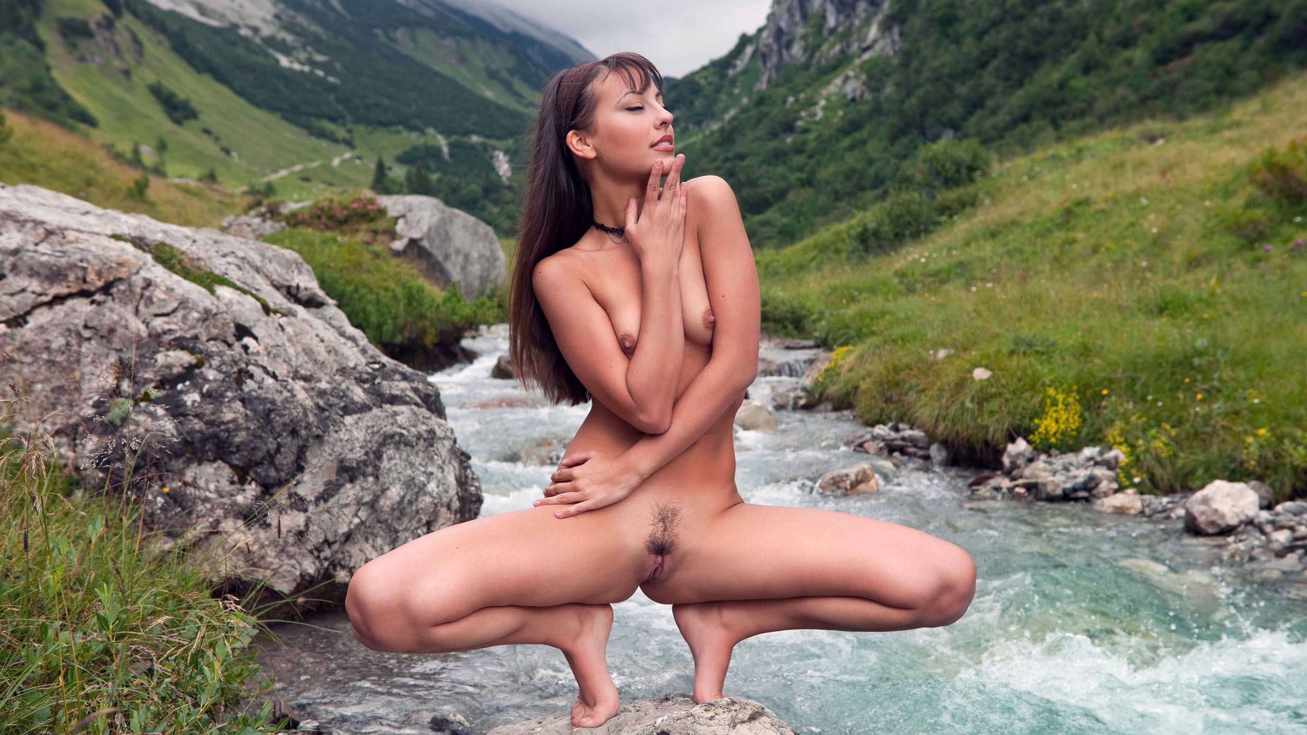 LorenaB_NudeSquatRavineCreek